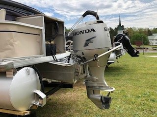 Leisure pontoons are easy to trailer, easy to maintain, and easy to call your own. Because, after all, a pontoon should be as comfortable and familiar as pulling on the sweatshirt that