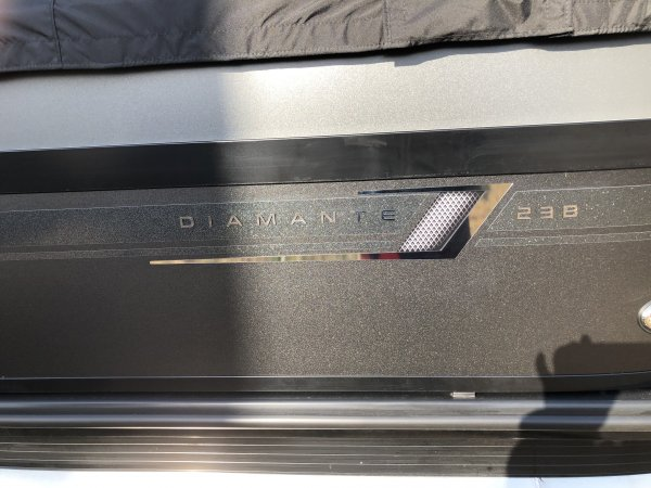 23' Diamante D23B Tritoon